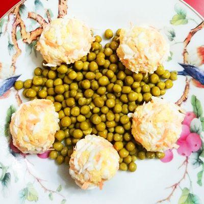 Салат с зеленым горошком «Звезда» - рецепт с фото
