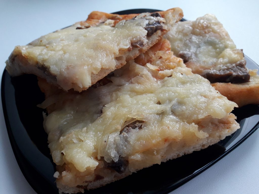 Фото рецепта - Пицца на дрожжевом тесте с мясом - шаг 12
