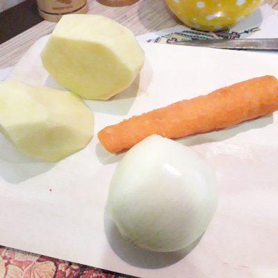 Фото рецепта - Картофель, жаренный с фаршем - шаг 1
