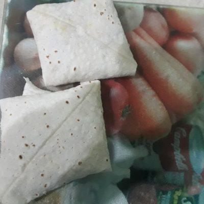 Фото рецепта - Жареные конвертики из лаваша с курицей и овощами - шаг 4