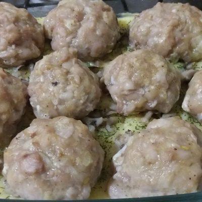 Фото рецепта - Запеканка из картофельного пюре и тефтелей из индейки под сыром - шаг 5