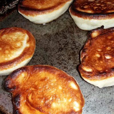 Фото рецепта - Пышные оладушки на кефире - шаг 4