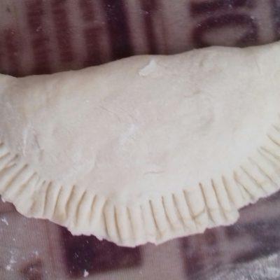 Фото рецепта - Мини-чебуреки с говяжьим фаршем - шаг 5