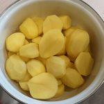 Фото рецепта - Картофельная запеканка с говяжьим фаршем в духовке - шаг 1