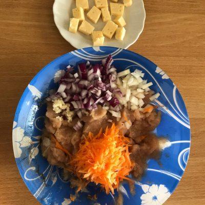 Фото рецепта - Котлеты из куриного филе с сыром - шаг 2