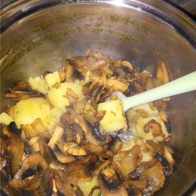 Фото рецепта - Сливочный суп-пюре из шампиньонов - шаг 2