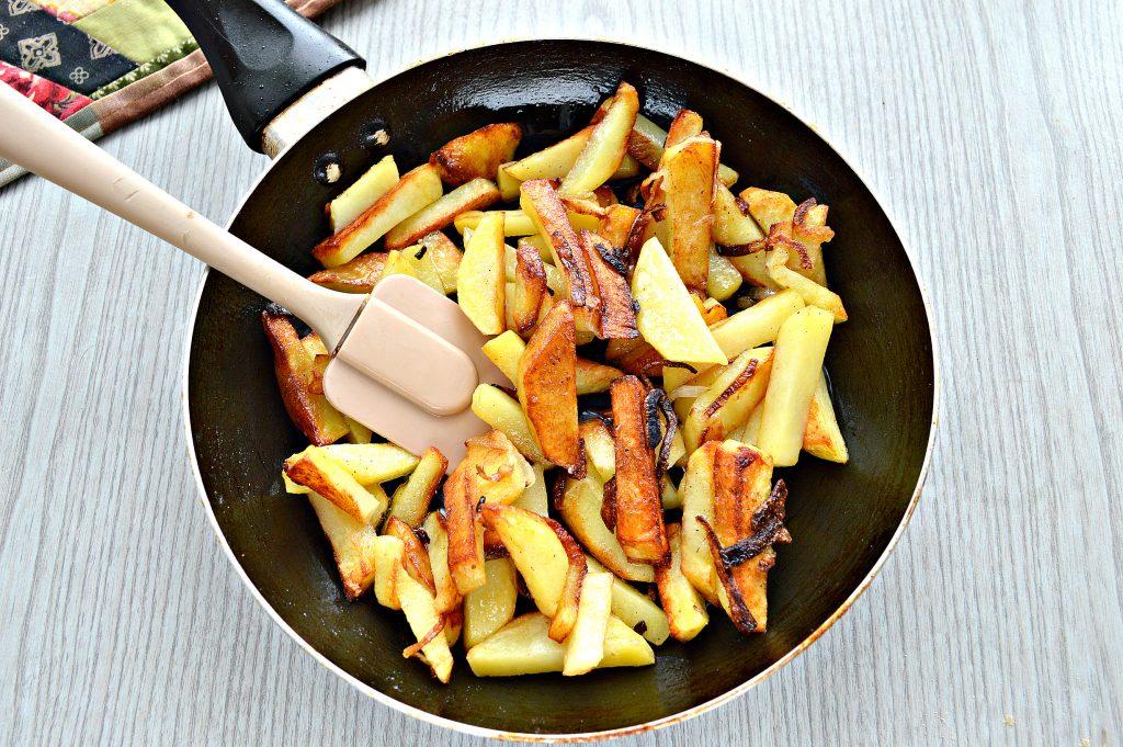Фото рецепта - Жареный картофель с сыром - шаг 4