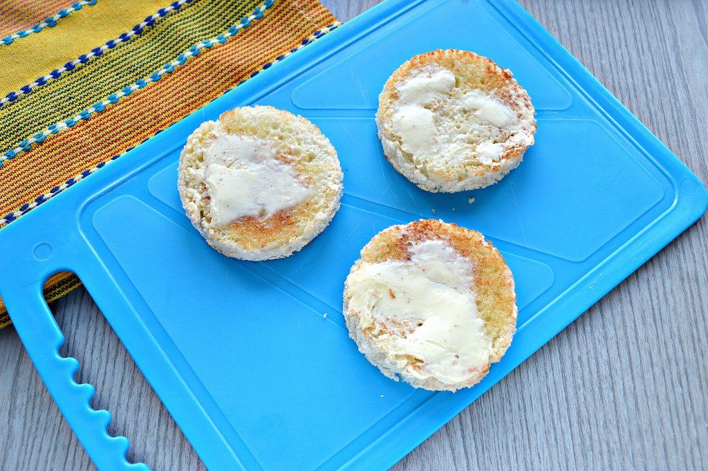 Фото рецепта - Аппетитные бутерброды с рыбой и лимоном - шаг 4