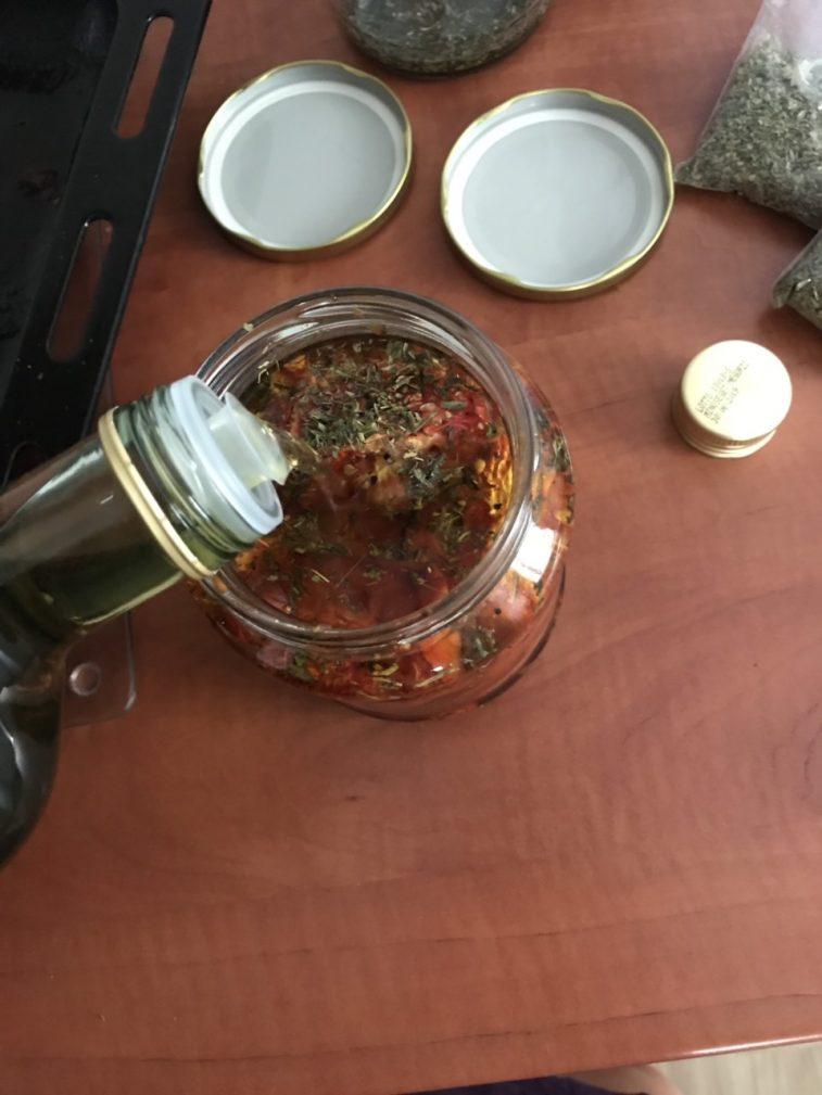 Фото рецепта - Вяленые помидоры и болгарский перец в оливковом масле - шаг 6