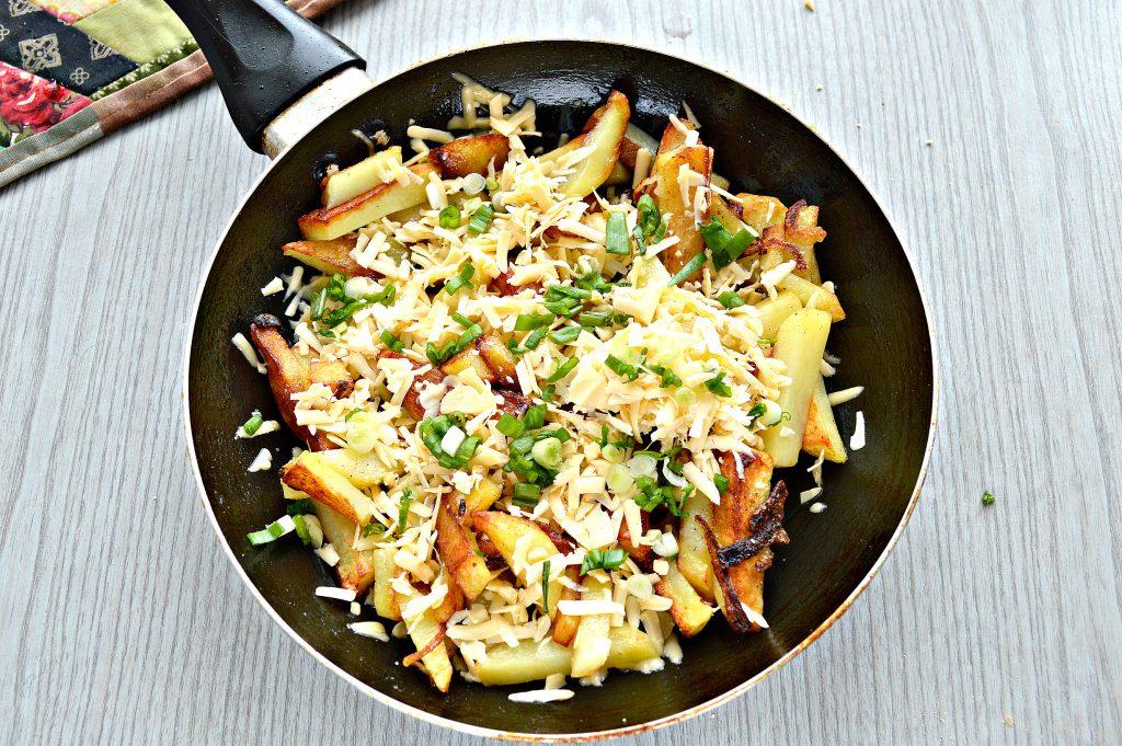 Фото рецепта - Жареный картофель с сыром - шаг 5