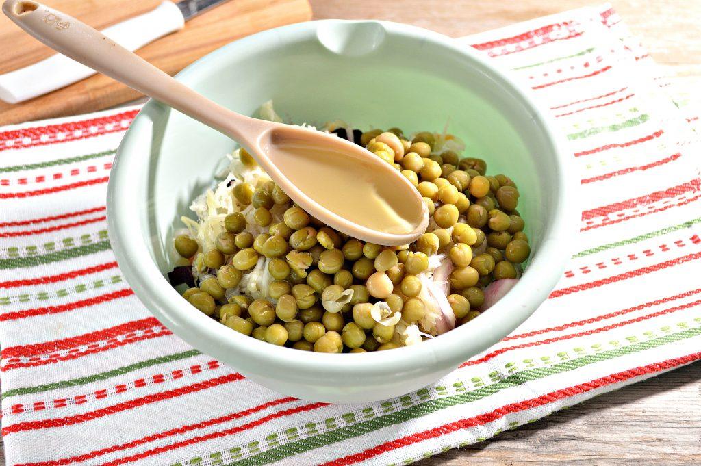 Фото рецепта - Винегрет с квашеной капустой и зеленым горошком - шаг 5
