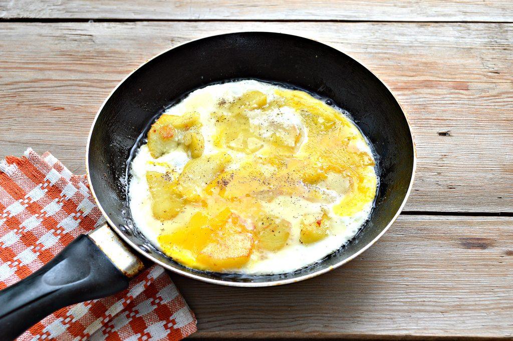 Фото рецепта - Яичница с картофелем и сыром - шаг 5