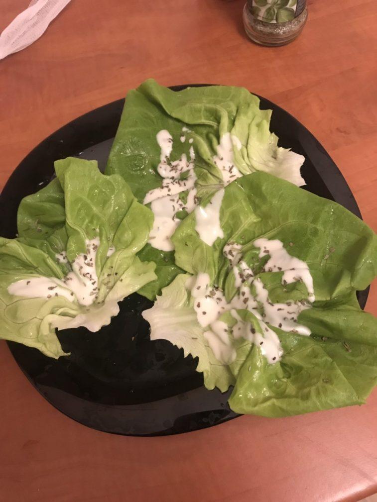 Фото рецепта - Диетическая закуска-салат с помидорами и курицей - шаг 4