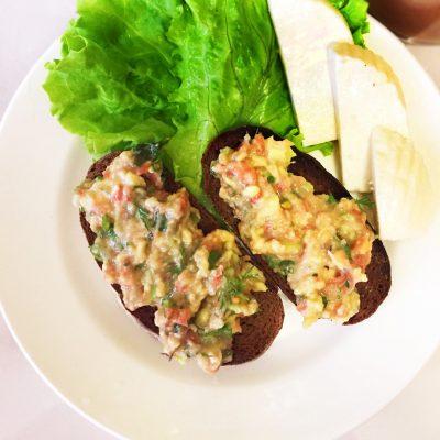Соус  «Гуакамоле» с томатами - рецепт с фото