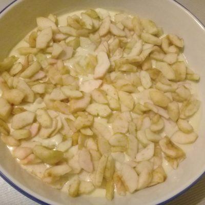 Фото рецепта - Бисквит с яблоками - шаг 6