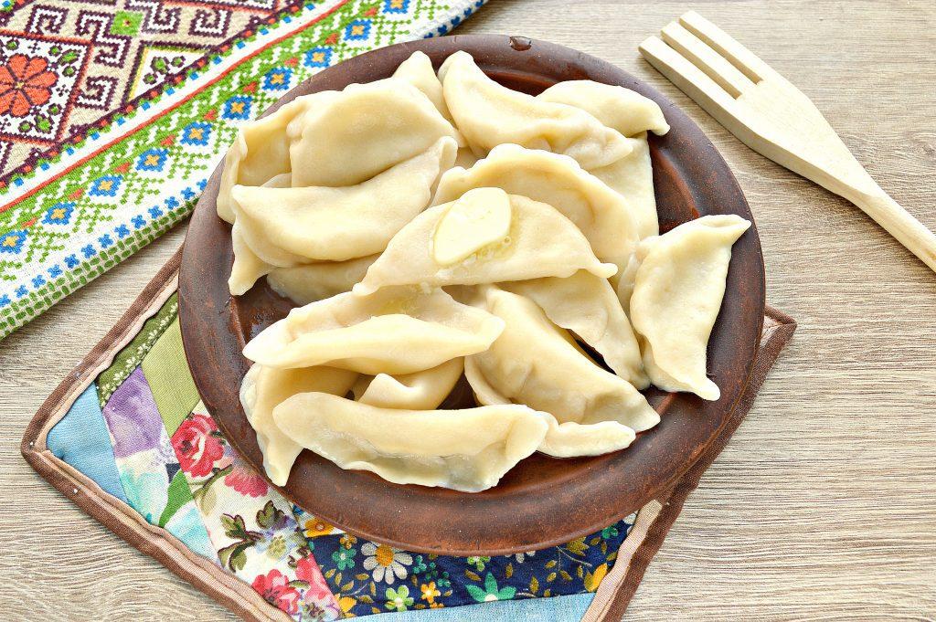 Фото рецепта - Вкусные вареники с творогом - шаг 6