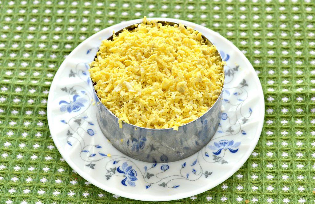 Фото рецепта - Слоеный салат с крабовыми палочками, сыром и яблоками - шаг 6