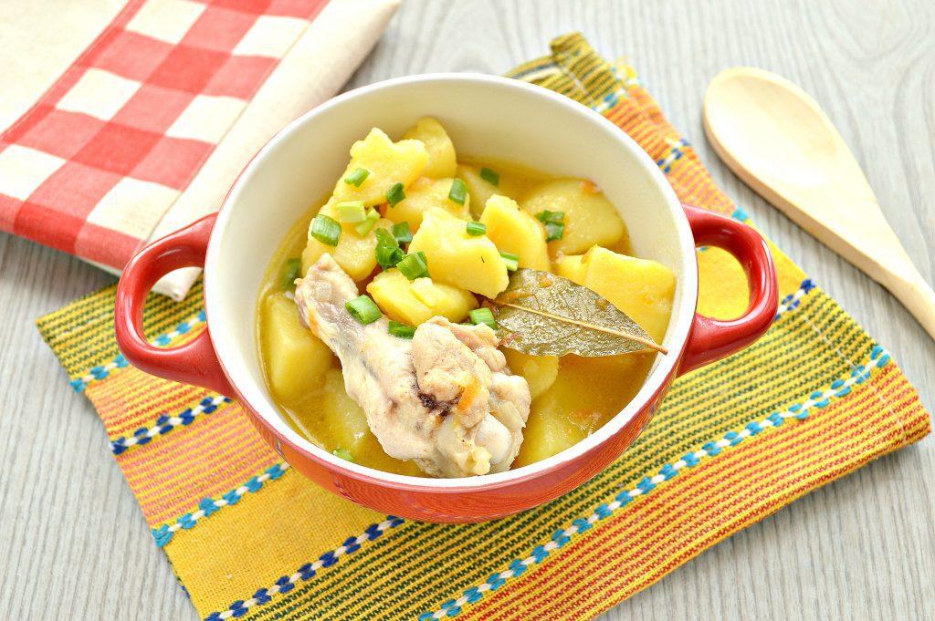Фото рецепта - Куриные крылышки, тушеные с картошкой - шаг 6