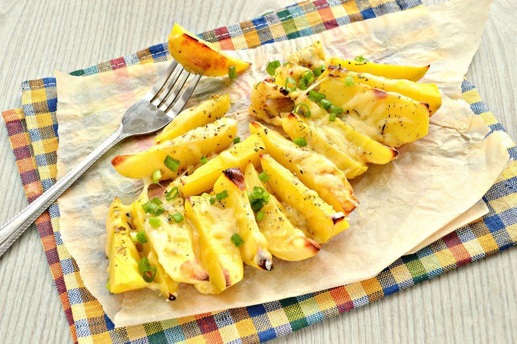Фото рецепта - Запеченный картофель дольками с сыром - шаг 6