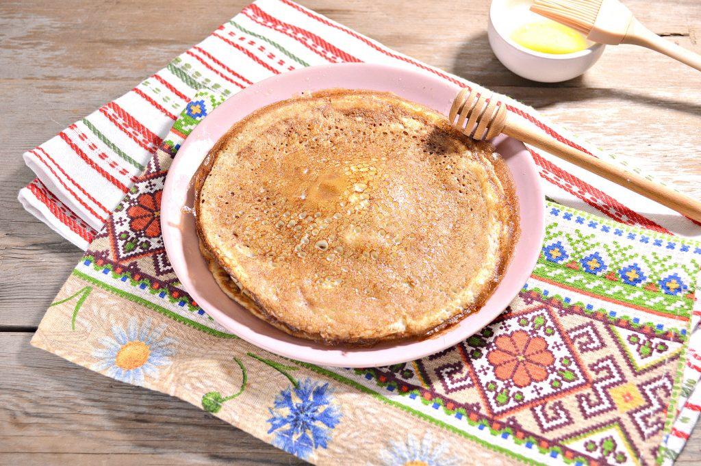Фото рецепта - Бабушкины блины на молоке - шаг 7