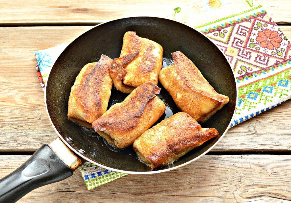 Фото рецепта - Домашние жареные  блинчики с творогом - шаг 7