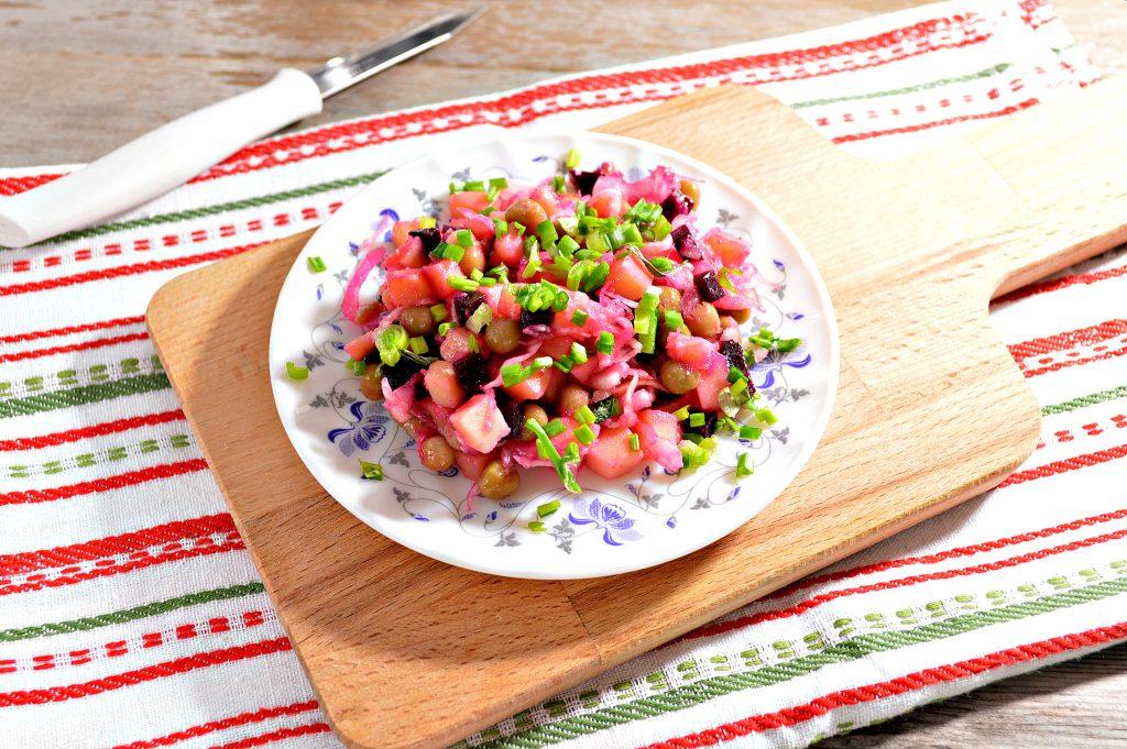 Фото рецепта - Винегрет с квашеной капустой и зеленым горошком - шаг 8