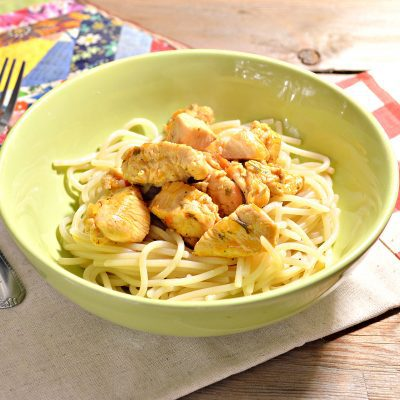 Спагетти с подливой из куриной грудки - рецепт с фото