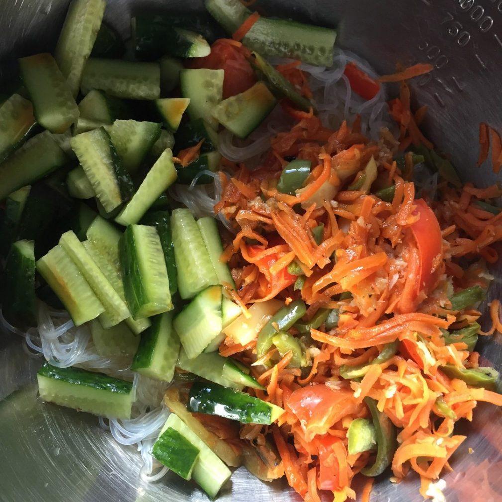 Фото рецепта - Гарнир — фунчоза (рисовая лапша) с овощами - шаг 6