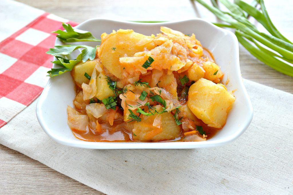 Фото рецепта - Капуста белокочанная, тушенная с картофелем - шаг 8