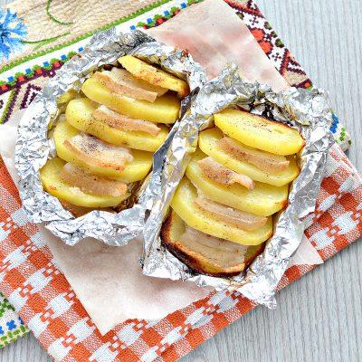 Картофель, запеченный в фольге с салом - рецепт с фото