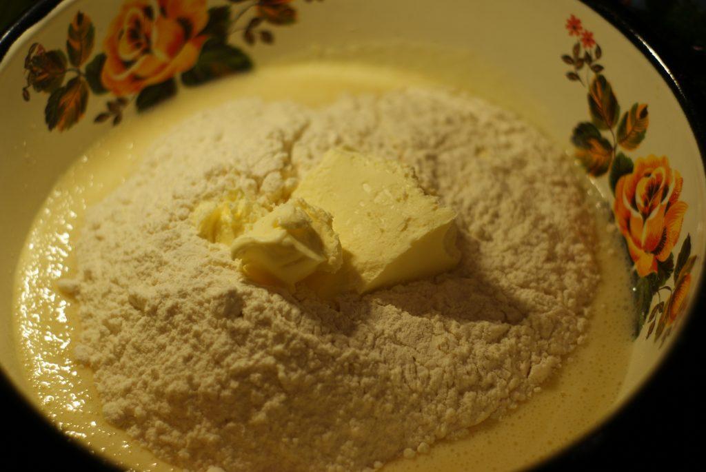 Фото рецепта - Вишневый пирог на сметане - шаг 5