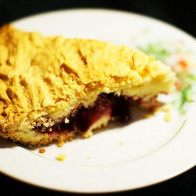 Вишневый пирог на сметане - рецепт с фото