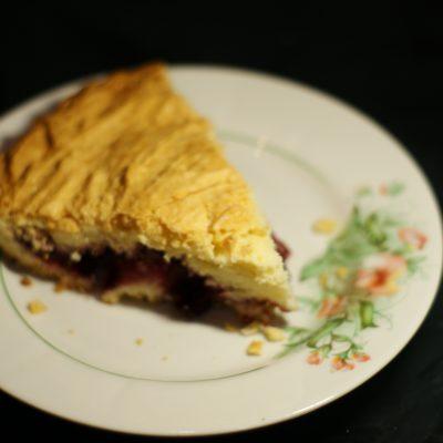 Фото рецепта - Вишневый пирог на сметане - шаг 10