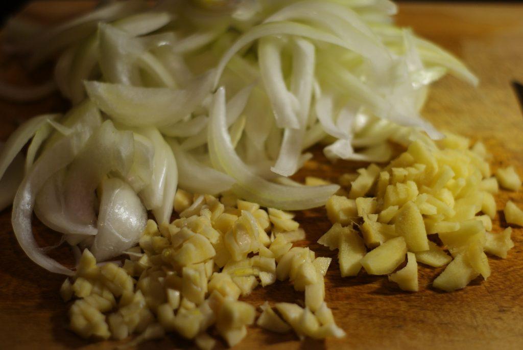 Фото рецепта - Острое куриное филе с шампиньонами - шаг 4