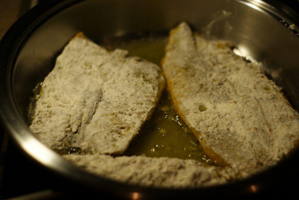 Фото рецепта - Филе сельди, жаренное на сковороде - шаг 6