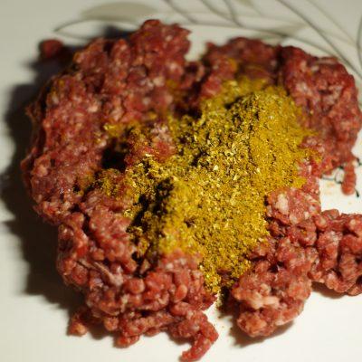 Фото рецепта - Ароматные котлетки из баранины - шаг 2