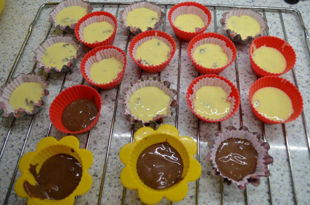 Фото рецепта - Ореховые кексы на майонезе - шаг 6