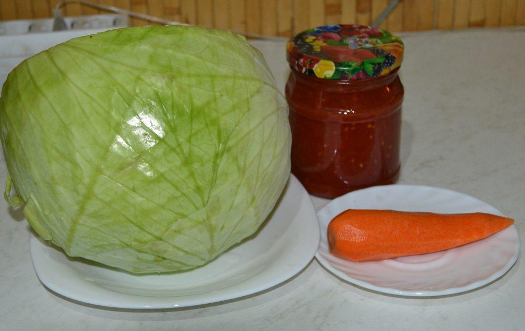 Фото рецепта - Тушеная капуста на сковороде - шаг 1