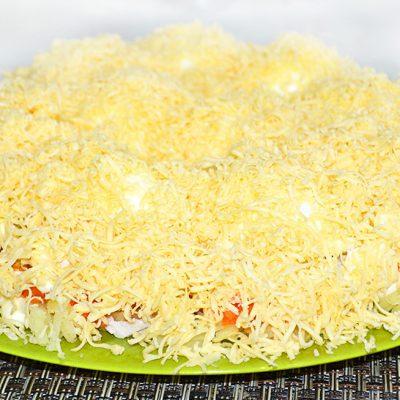 Салат «Снежные сугробы» с курицей и яйцами - рецепт с фото