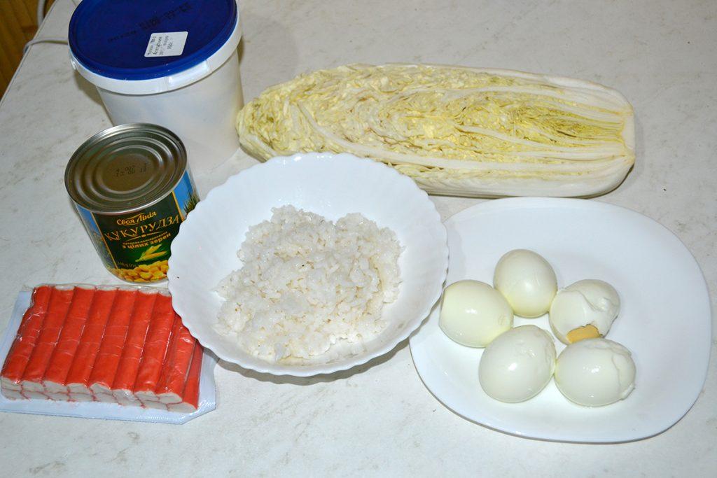 Фото рецепта - Салат с крабовыми палочками, кукурузой и пекинской капустой - шаг 1
