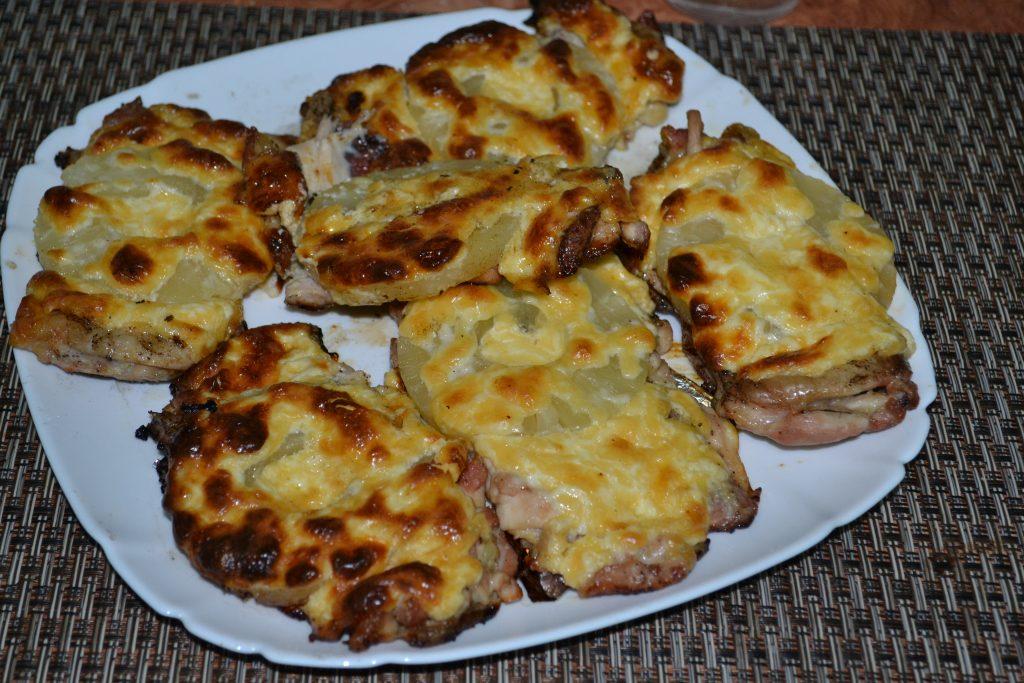 Фото рецепта - Запеченное куриное мясо с ананасами и сыром - шаг 4