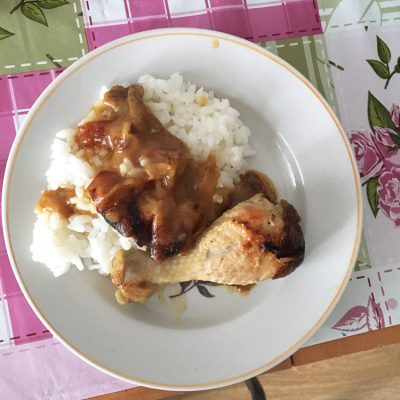 Рис с тушеной курицей в подливе - рецепт с фото