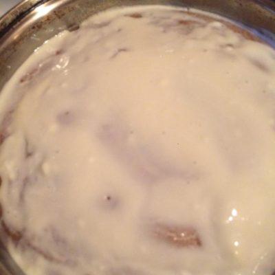 Фото рецепта - Пряничный пирог со сметанной глазурью - шаг 4