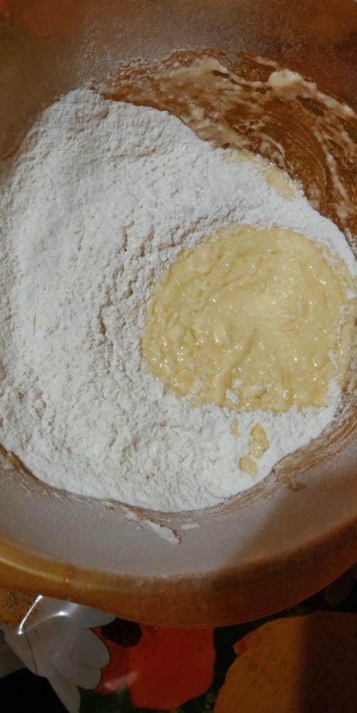 Фото рецепта - Тёртый пирог с вареньем - шаг 3