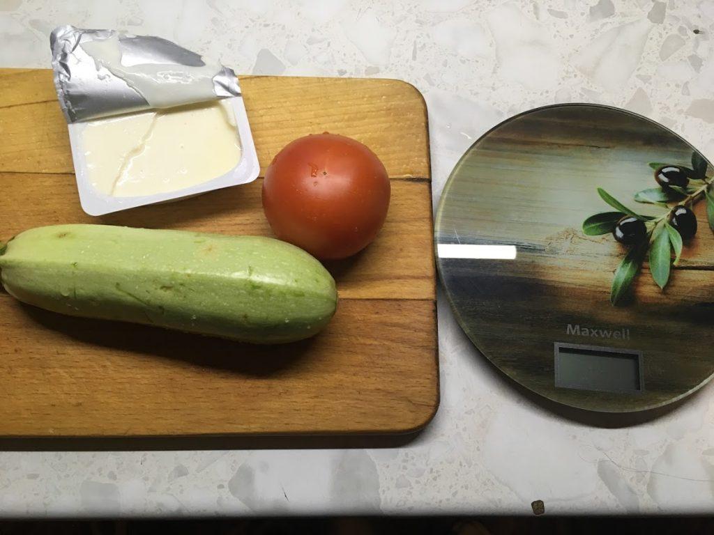 Фото рецепта - Салат из помидоров и жареных кабачков «Зимняя роза» - шаг 1