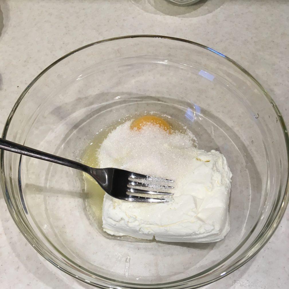 Фото рецепта - Сырники классические на сковороде - шаг 2