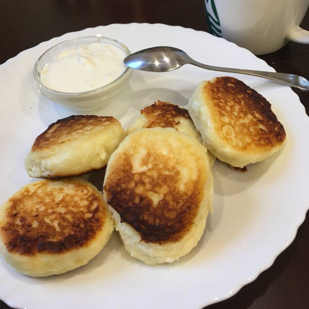 Фото рецепта - Сырники классические на сковороде - шаг 6