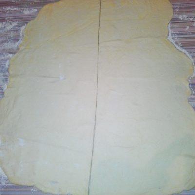 Фото рецепта - Сытный мясной пирог «Улитка» - шаг 3