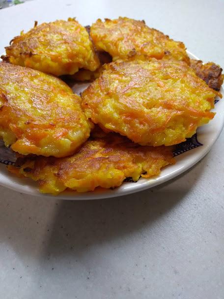Фото рецепта - Оладьи морковно-яблочные - шаг 4