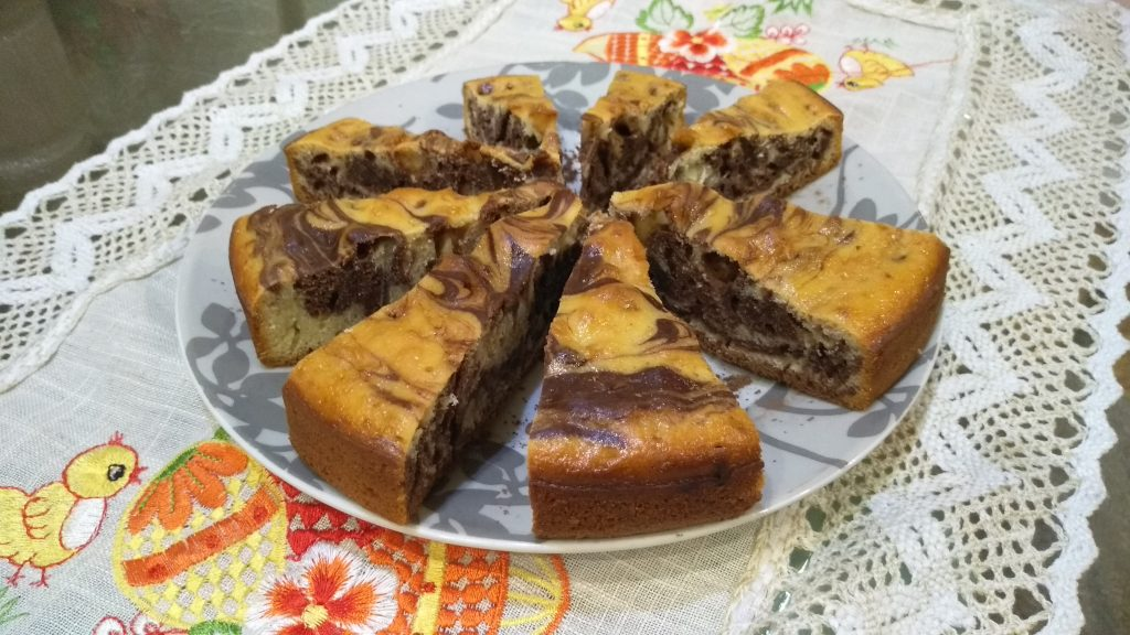 Фото рецепта - Пирог «Зебра» на домашнем йогурте - шаг 5